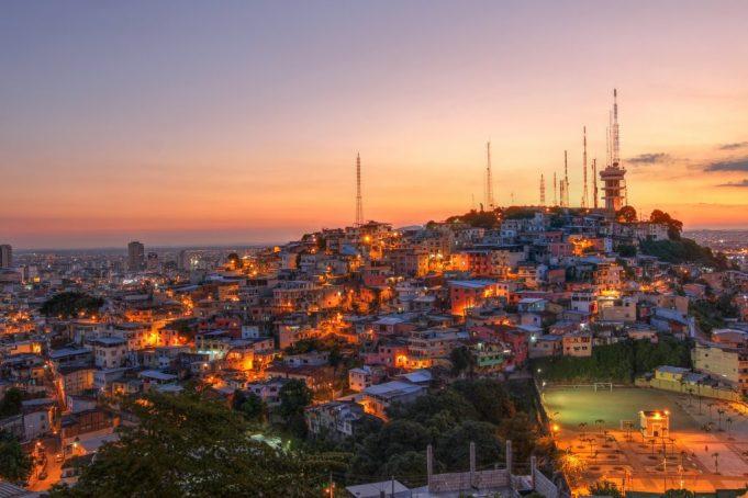 Read more about the article Ecuador: Nuevo marco de políticas públicas para lograr el cierre de las brechas digitales